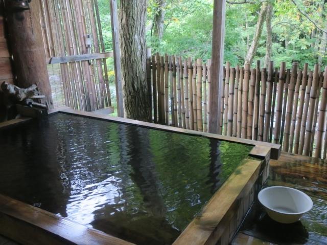 温泉の浴槽